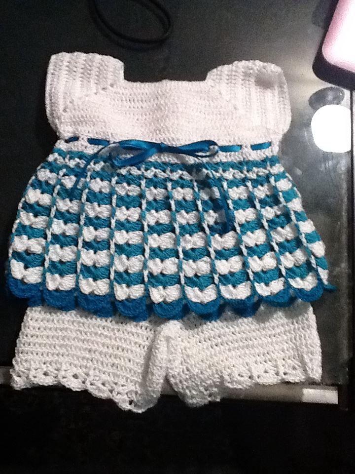 Vestido con pantalones  a crochet de bebe por tejiditos Avliss (facebook