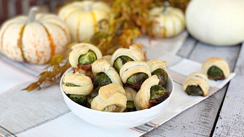 Brussels Sprouts in a Blanket #buffalobrusselsprouts Put a twist on the traditional pigs-in-a-blanket by swapping out the hot dogs for brussels sprouts. Use puff pastry and bacon to make this recipe complete! #buffalobrusselsprouts Brussels Sprouts in a Blanket #buffalobrusselsprouts Put a twist on the traditional pigs-in-a-blanket by swapping out the hot dogs for brussels sprouts. Use puff pastry and bacon to make this recipe complete! #buffalobrusselsprouts Brussels Sprouts in a Blanket #buffa #buffalobrusselsprouts