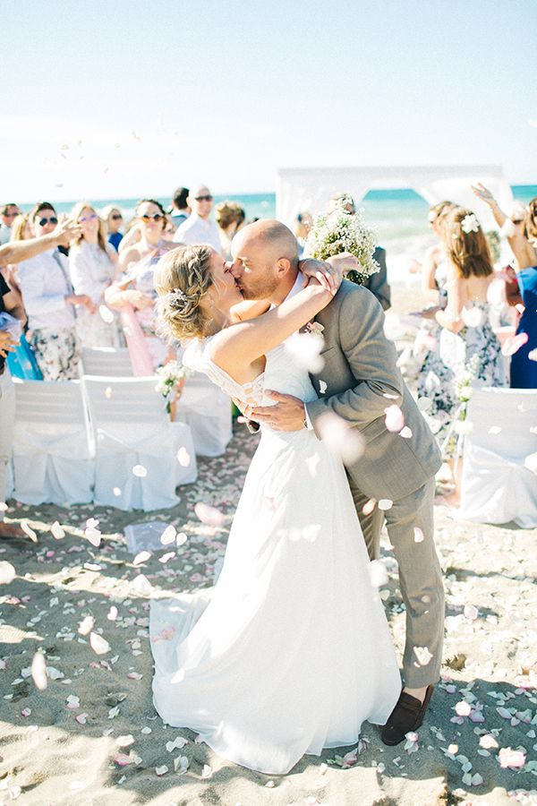 8cf628a6e96b Όμορφος γάμος σε παραλία στην Κρήτη - Love4Weddings