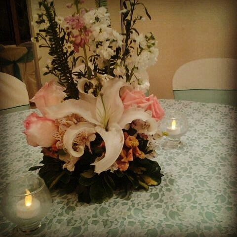 Sencillo, sobrio, elegante. #Bodas #Vintage #vintagewedding #flores #wedding #bride #instawedding #love #lovely #decoracion #dulces #sweet #weddingplanner #novia #noviasecuador #arteventos #guayaquil #ecuador #catering #eventsplanner #bridesmaid