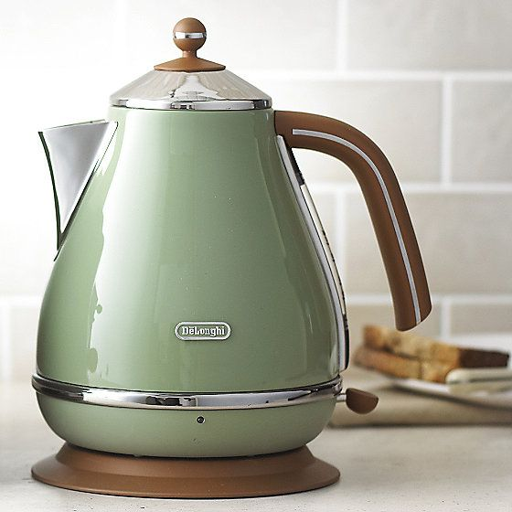 Delonghi Vintage Icona Kettle Green In Kettles At Lakeland Kettle Electric Kettle Electric Tea Kettle