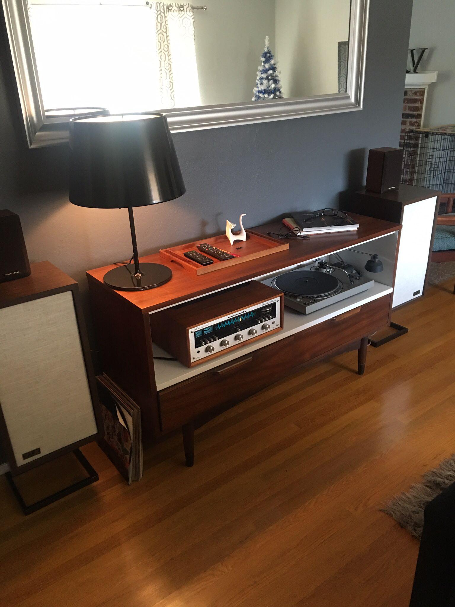 Rooms: KLH Model 6 Speakers Marantz 2230b
