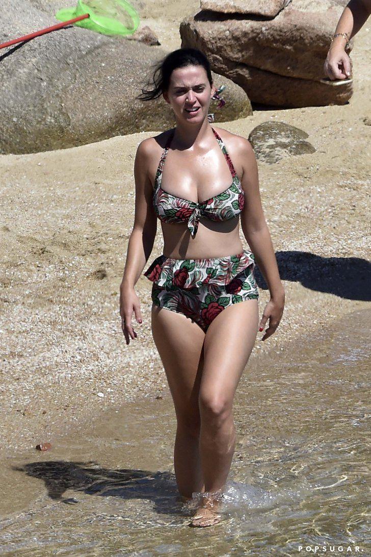 Orlando Bloom girl undressed on the beach 07/28/2009 16