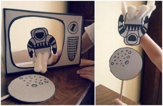 """Brincadeira criativa.""""Um pequeno passo para o homem, um passo gigante para a humanidade!"""". one small step for man. one giant leap for mankind. Em: http://www.classic-play.com/category/games-creative-play/"""