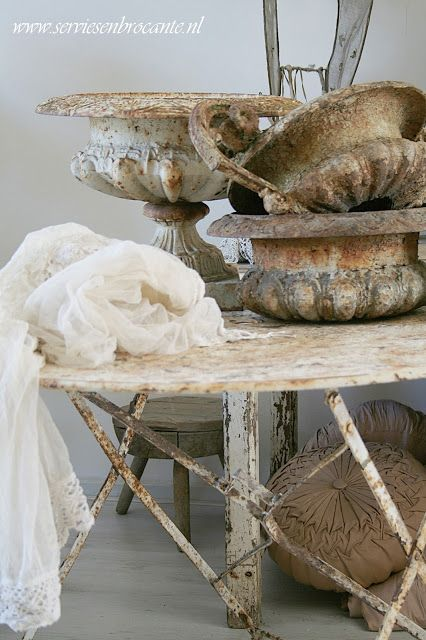 Servies En Brocante.Servies En Brocante Aged To Perfection Shabby Vintage