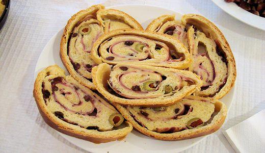 Pan de Jamón (Bacon, Passas e Azeitonas)