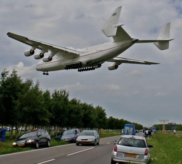 World S Largest Aircraft Antonov An 225 Mriya Cargo Aircraft