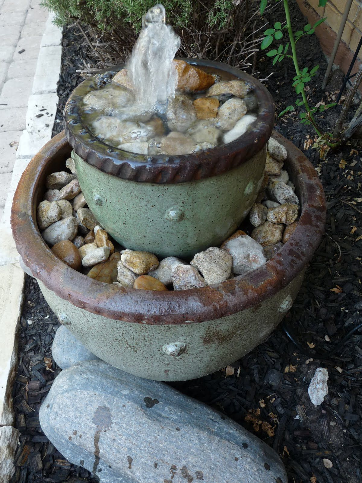 Diy 2 Levels Flower Pot Water Fountain With Rock Design Unique And Pretty Flower Pot Water Founta Diy Garden Fountains Diy Fountain Homemade Water Fountains