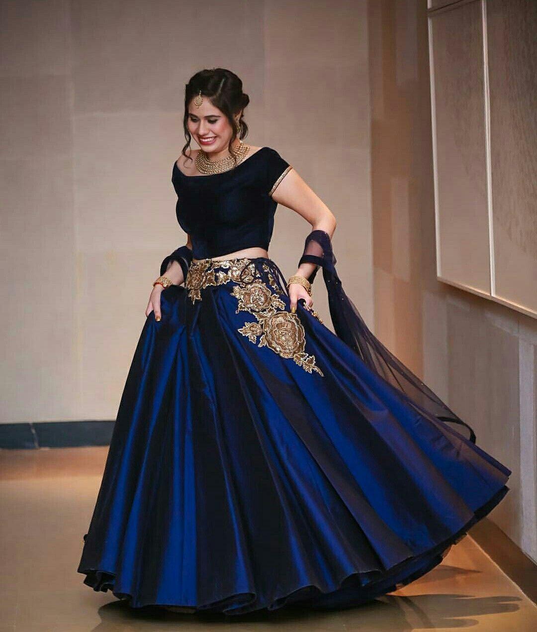 Lehenga Bridallehenga Embroidery Manishmalhotra Hairstyle Bun Weddingphotography Photography Dresses Lehenga Designs Pakistani Dresses
