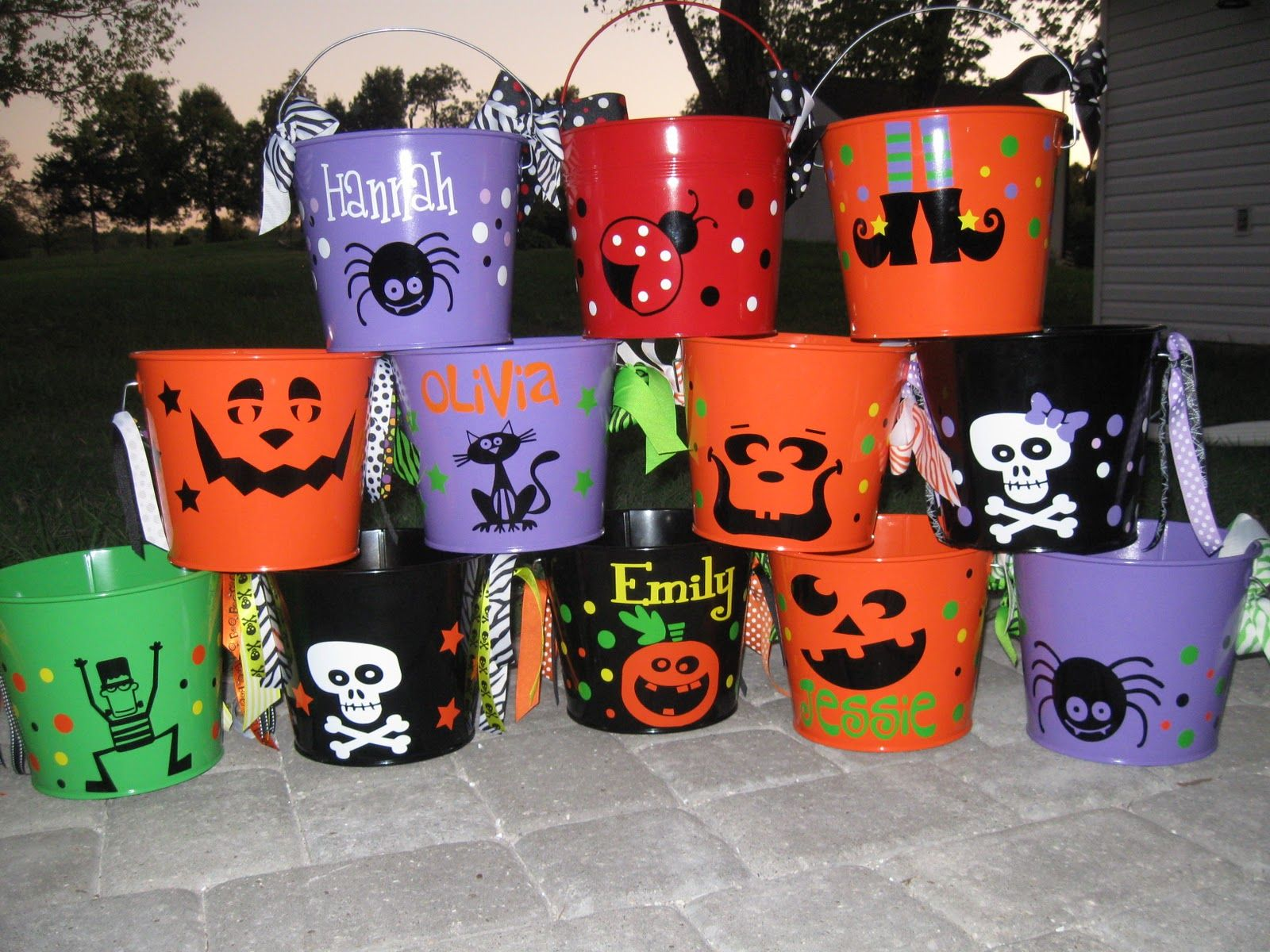 halloween bucket personalized halloween trick or treat metal bucket 5 quart pail - Personalized Halloween Decorations