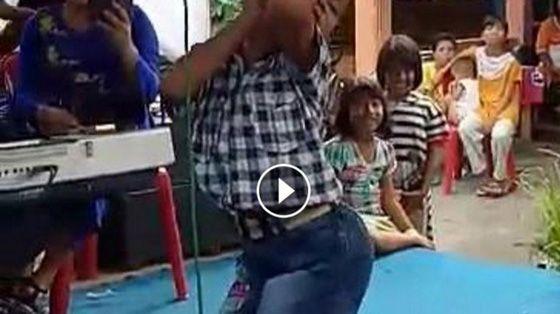 Video Bocah Joget Seperti Banci Ini Viral di Facebook