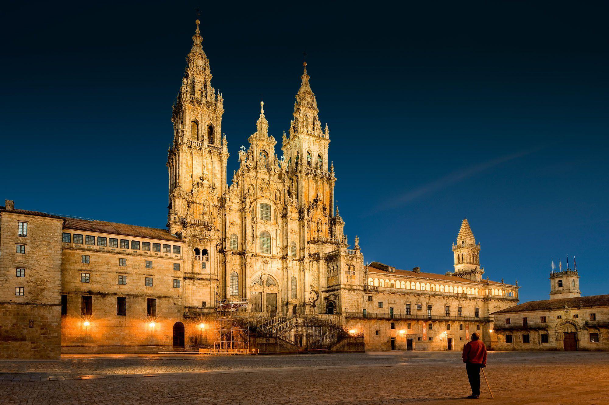 La Catedral De Santiago National Geographic En Español Grandes Reportajes Santiago De Compostela Catedral Catedral De Milan