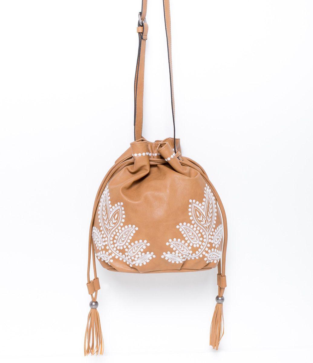 08506b91e Bolsa Feminina Saco com Bordados - Lojas Renner   bolsas/mochilas em ...