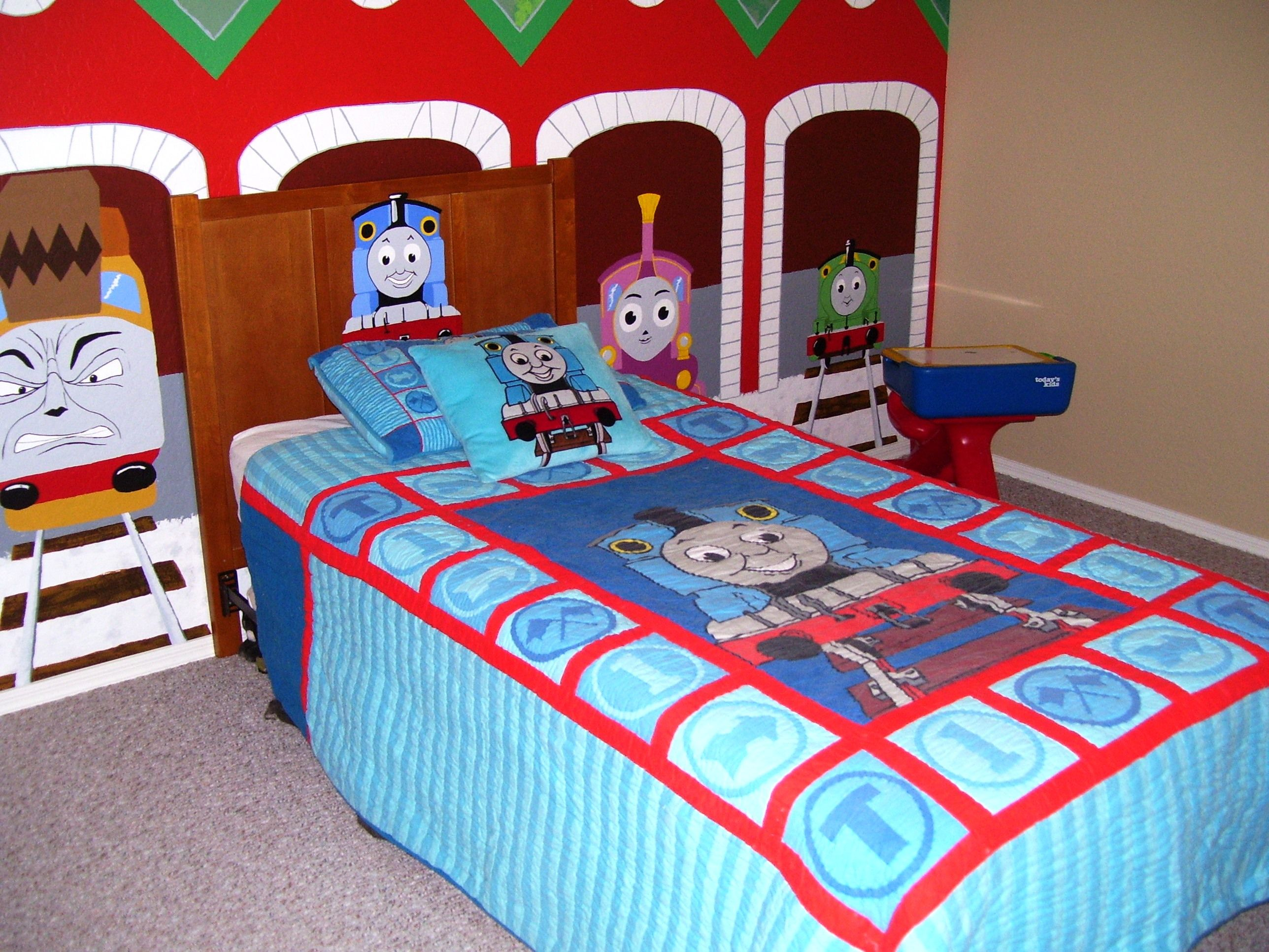 Thomas the Train Bedroom with Mural | Party ideas | Pinterest ...