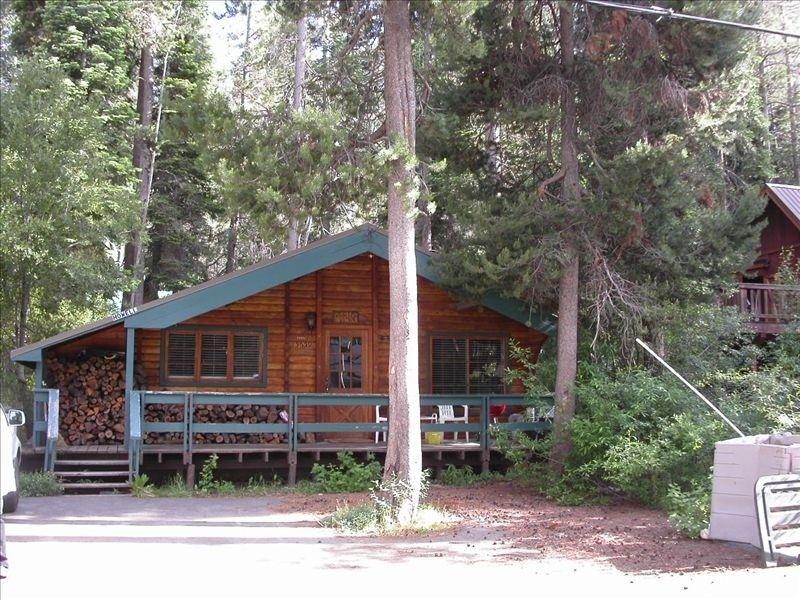 Cozy donner lake log cabin donner lake woods cabin