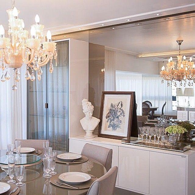 Apto ! Aparador em laca brilho, espelho bronze, cristaleira com vidro refletente champanhe, mesa