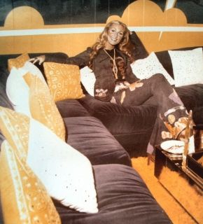 Linda Thompson At Graceland In The Monkey Room In