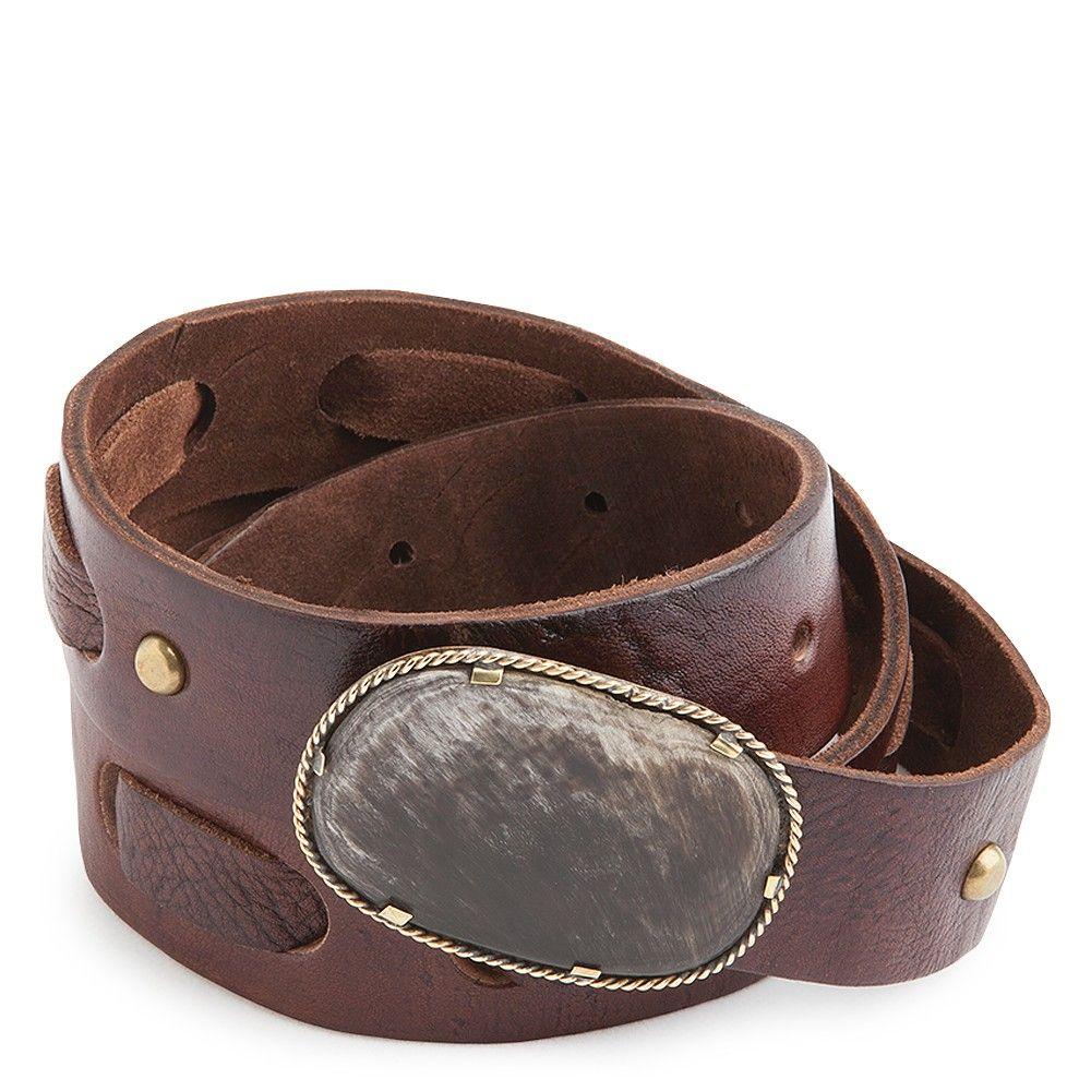Cinturón ancho confeccionado en piel de vacuno de color marrón chocolate.