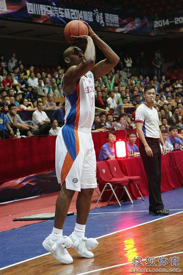 Metta World Peace aka Ron Artest wearing Panda Sneakers. Good enough for  the professionals. 9ce075f5e