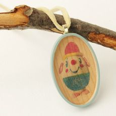 Such sweet little wooden necklaces for creative kids
