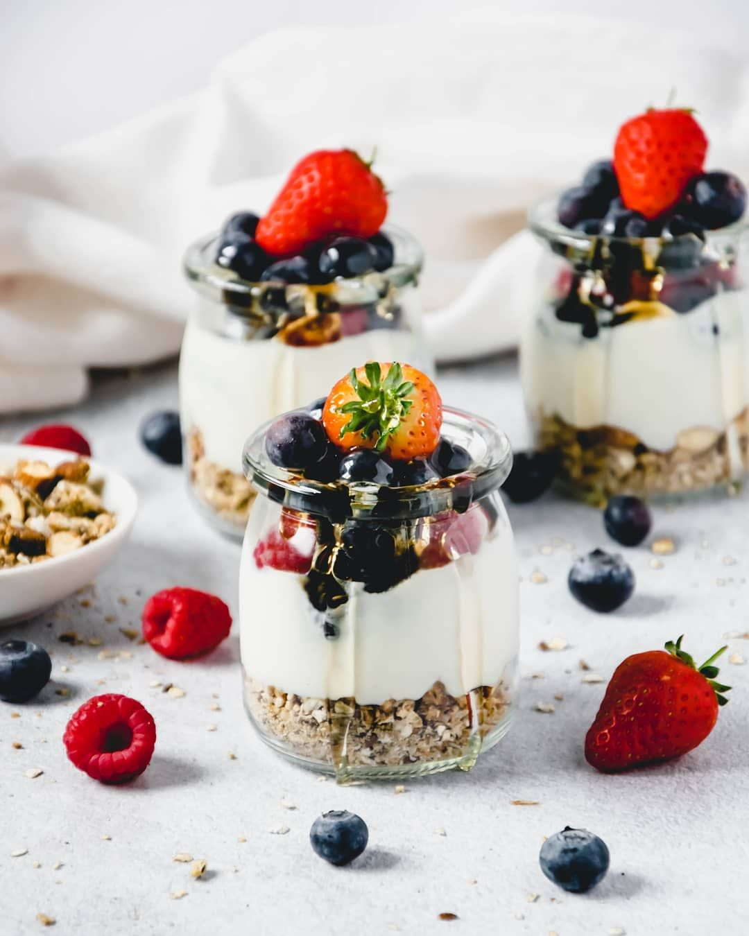 So obsessed with granola for breakfast lately so I made this healthy dessert with yogurt and fruit 🍓🍓🍓