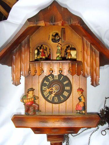 VINTAGE WOODEN BLACK FOREST GERMAN CUCKOO CLOCK
