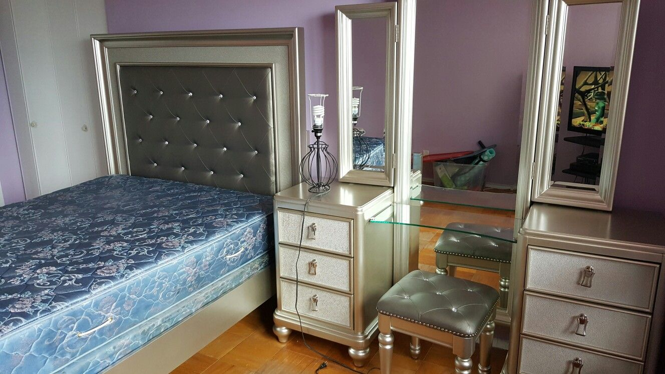 Bedroom Wall Paint Color Benjamin Moore Wishing Well Bedroom Set Bob S Furniture Diva Bedroom Set Diva Bedroom Diva Bedroom Set Silver Bedroom