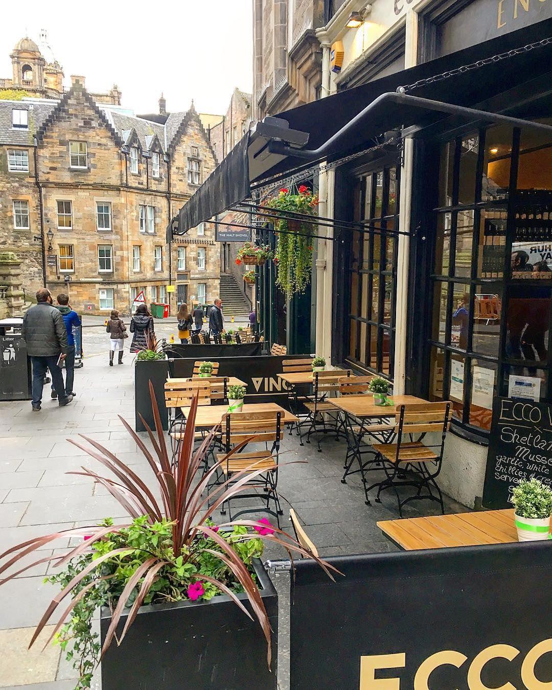 """Daniela Wiese on Instagram: """"Eins hab ich noch: absolut sehenswert sind die hübschen Häuser in der Old Town von Edinburgh. 🏠 #edinburgh #edinburghstreets #edinburghlife"""""""