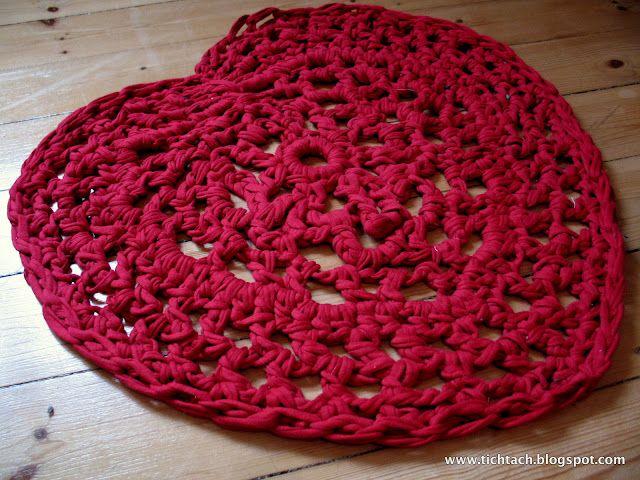 crocheted heart blanket in zpagetti/ t-shirt yarn pattern ...