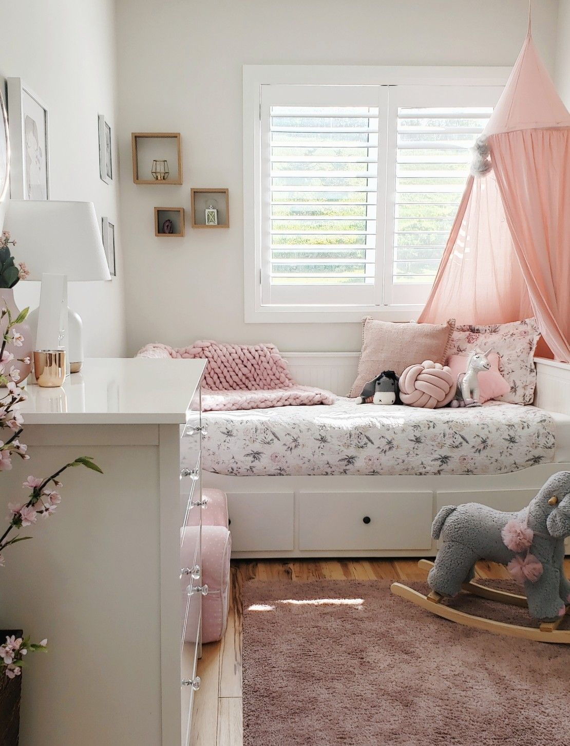 Ikea Kleinkinder Schlafzimmer Toddler Bedroom, Ikea Day Bed, Daybed Ideas, Small Bedroom Idea | Small Room Girl, Toddler Day Bed, Toddler Bedrooms
