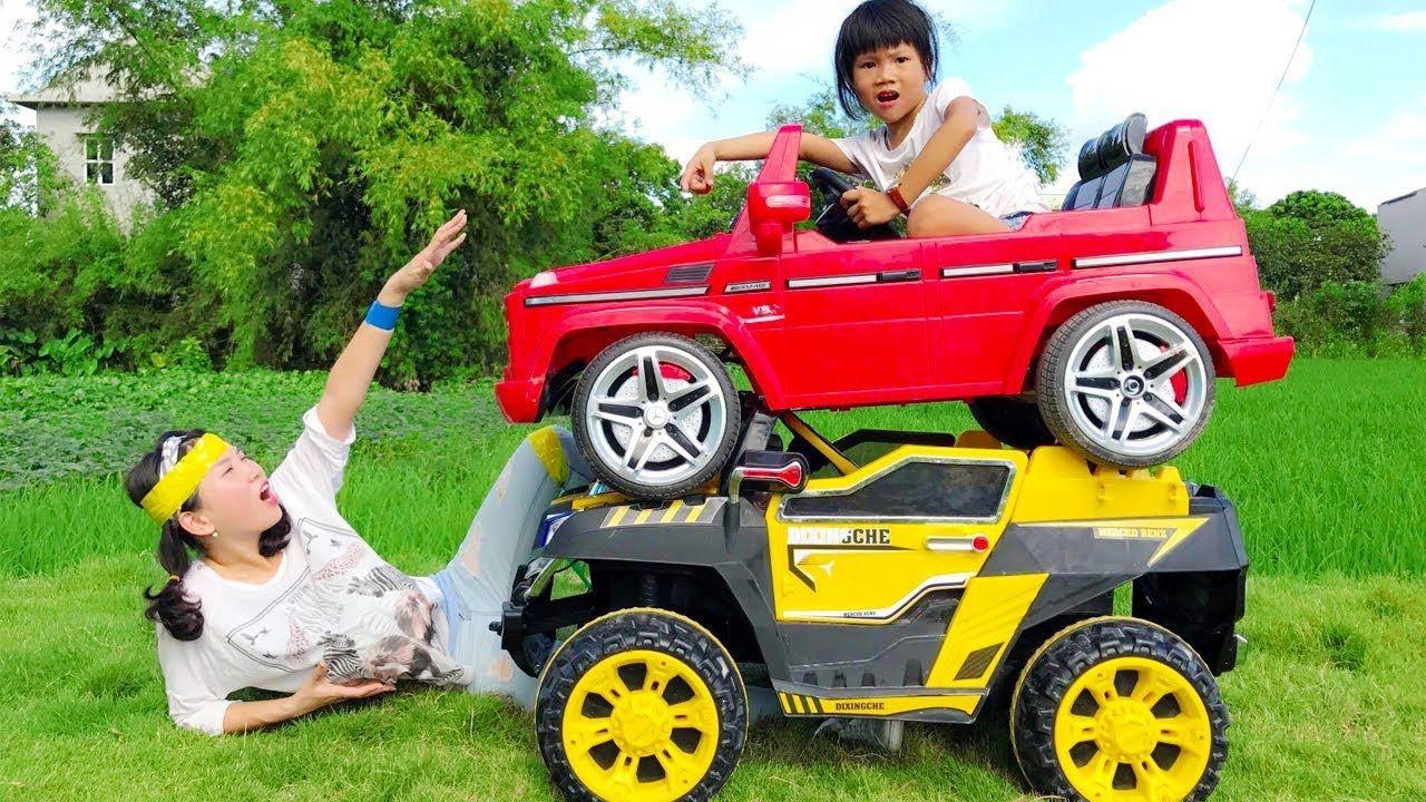 اطفال مضحك سائق لعبة سيارة حادث مع الأم أغاني طفل جوني جوني نعم