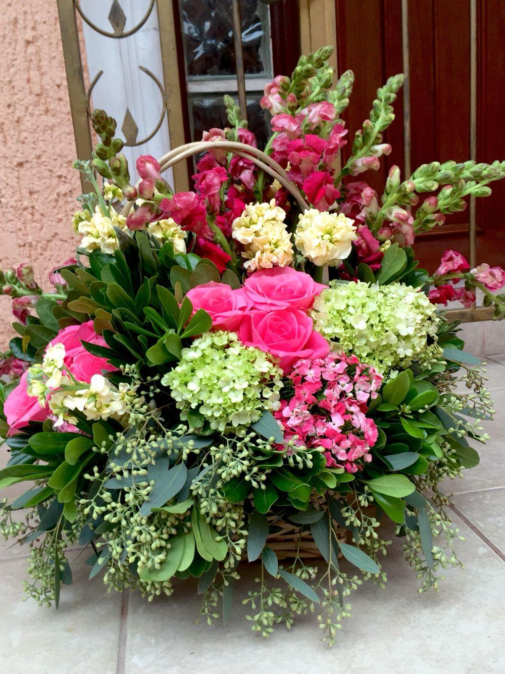 Canasta De Flores Rosas Hortensias Perritos Semillado
