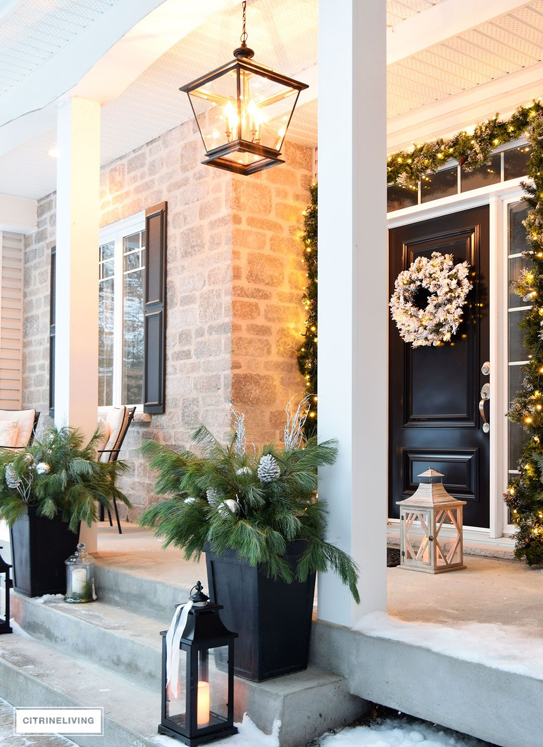Outdoor Christmas Decor And New Lighting That Has A Timeless Sensibility As Well Clic Elements For Unforgettable Curb Eal