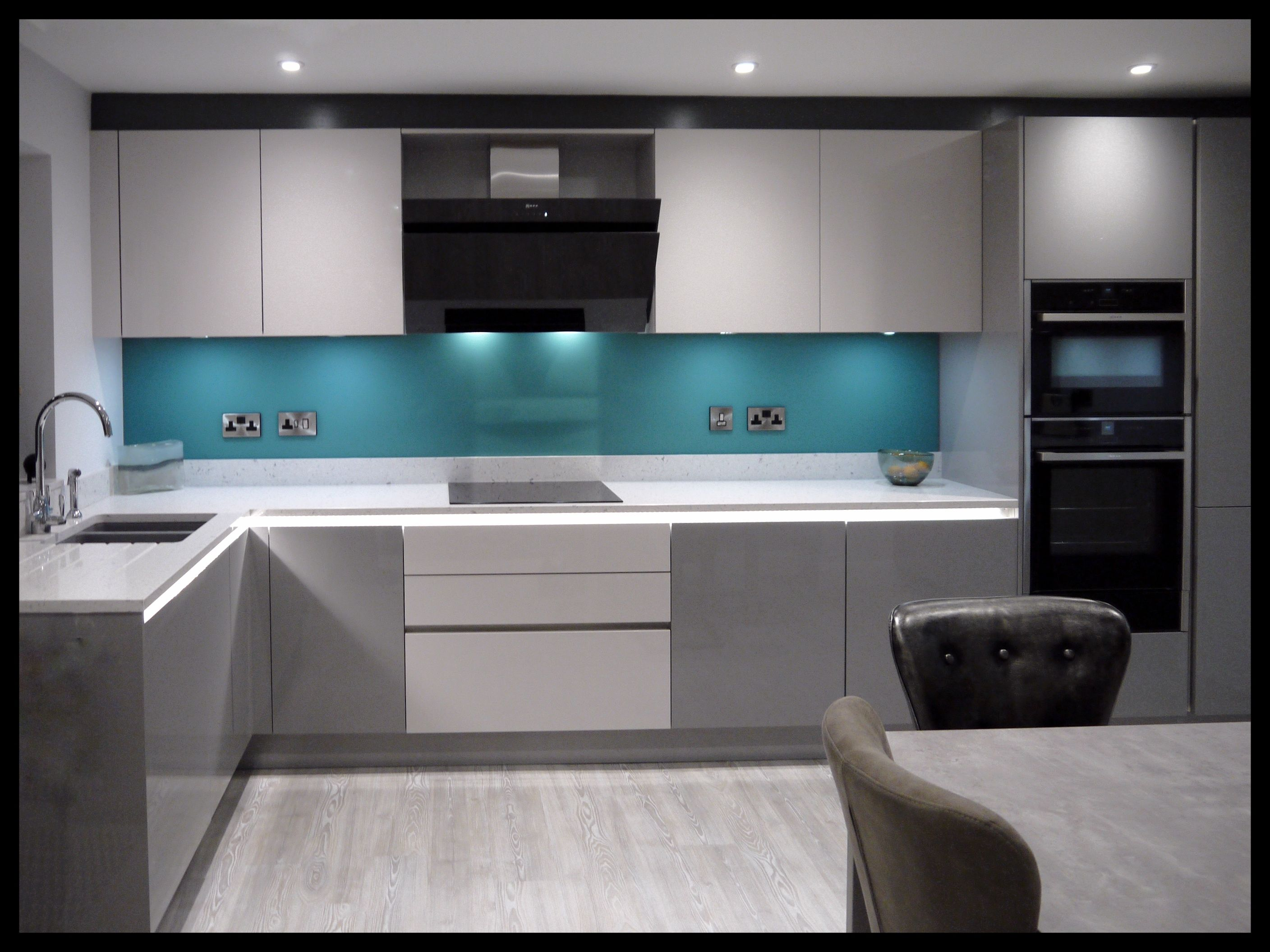 Stylish accent of colour with our custom, glass splash-back in ...