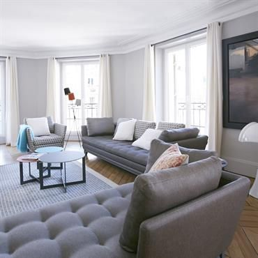 Grand Salon moderne dans les tons gris | INTERIORS - SALONS & SAM ...