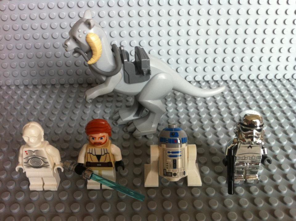 I sell LEGO Star Wars figurines super set : r2d2, Obiwan Kenobi ...