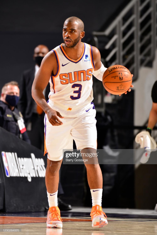 Chris Paul Of The Phoenix Suns Dribbles The Ball Against The Dallas Chris Paul Phoenix Suns Chris Paul Jersey