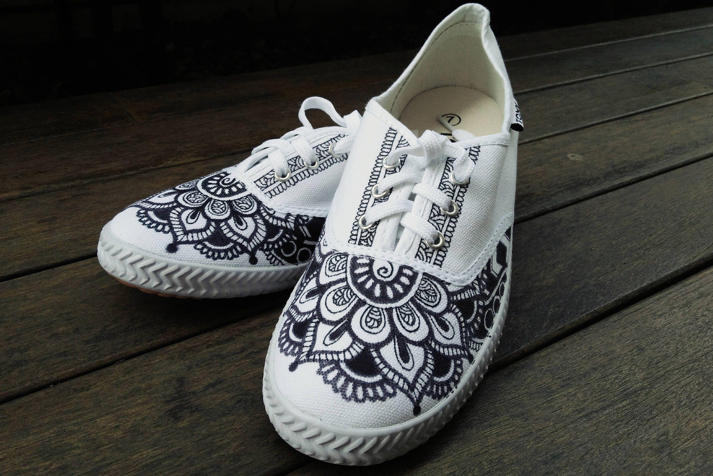 4297350eb43e94 Mandala Shoe Hand Drawn   Vans   Keds   Sneakers   Women Shoes   Henna by  JiaBigSmile on Etsy