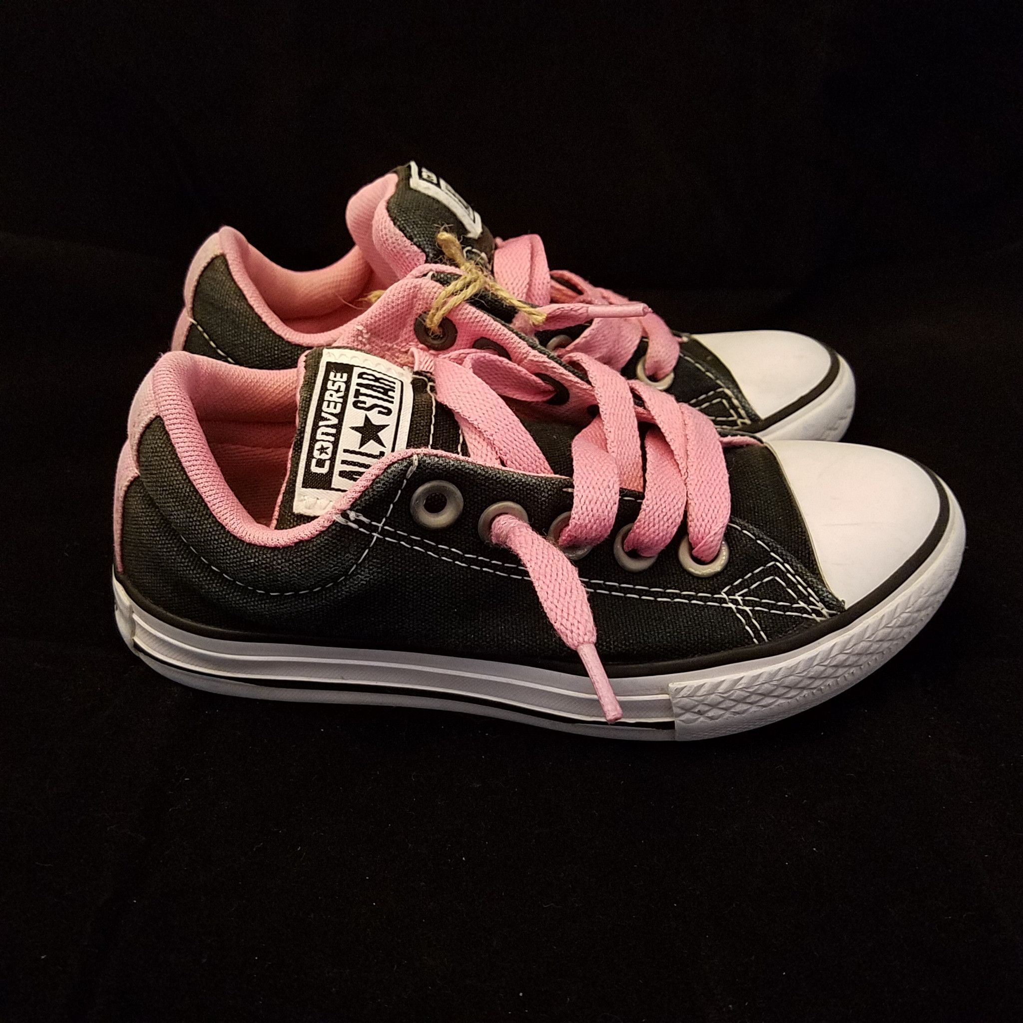 1d374c48897b CONVERSE ALL STAR BLACK PINK PADDED TONGUE LOW TOP SIZE 12 CHUCK TAYLORS  YOUTH