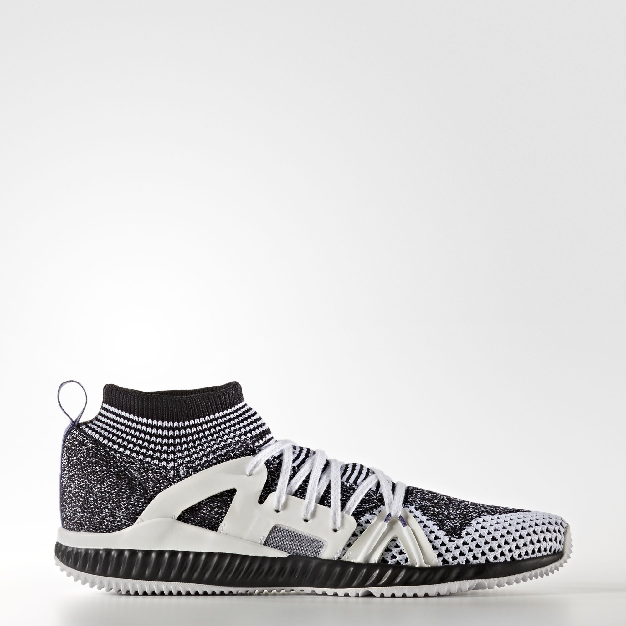 Power through your workouts in the adidas by Stella McCartney CrazyTrain Shoes. BOUNCE™ offers stability and speed, and the primeknit upper provides added support.