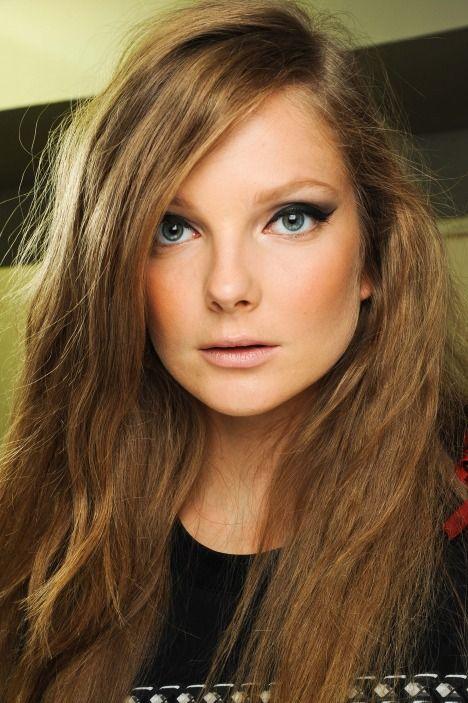 I like the eye liner & hair color