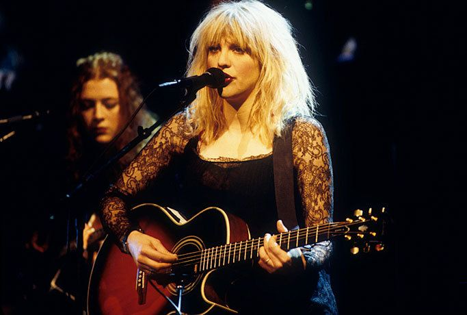 Courtney Love Performing With Hole On Mtv Unplugged In 1995 With