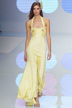 Valentino Spring 2004 Ready-to-Wear Fashion Show - Adina Fohlin, Valentino Garavani
