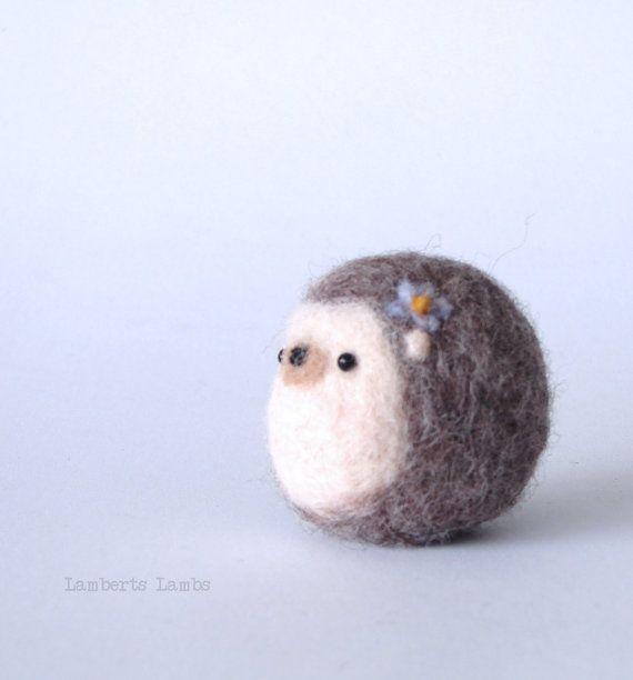 Small needle felting Hedgehog with flower #needlefelting