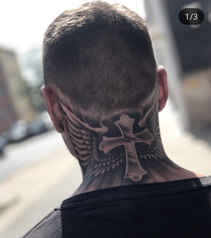 Kreuz mann tattoo hals Hals Tattoo