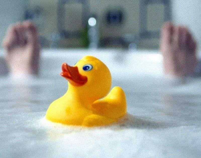 لماذا يحذر من تسلية الأطفال بواسطة البطة المطاطية Rubber Duck Duck Rubber