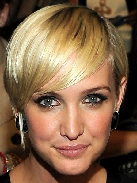 id e coupe courte ashlee simpson layered razor cut tendances mode cheveux cheveux courts. Black Bedroom Furniture Sets. Home Design Ideas