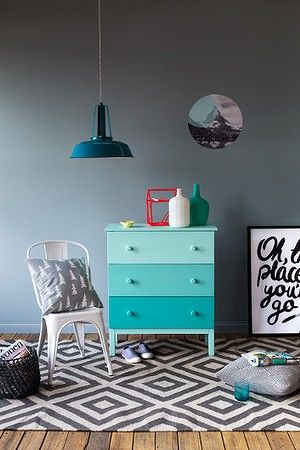 """Update furniture with the ombré effect. [photo: <a href=""""http://gemmola.com/"""" target=""""_blank"""">Martina Gemmola</a>; styling: <a href=""""http://www.ruthwelsby.com/"""" target=""""_blank"""">Ruth Welsby</a>]"""