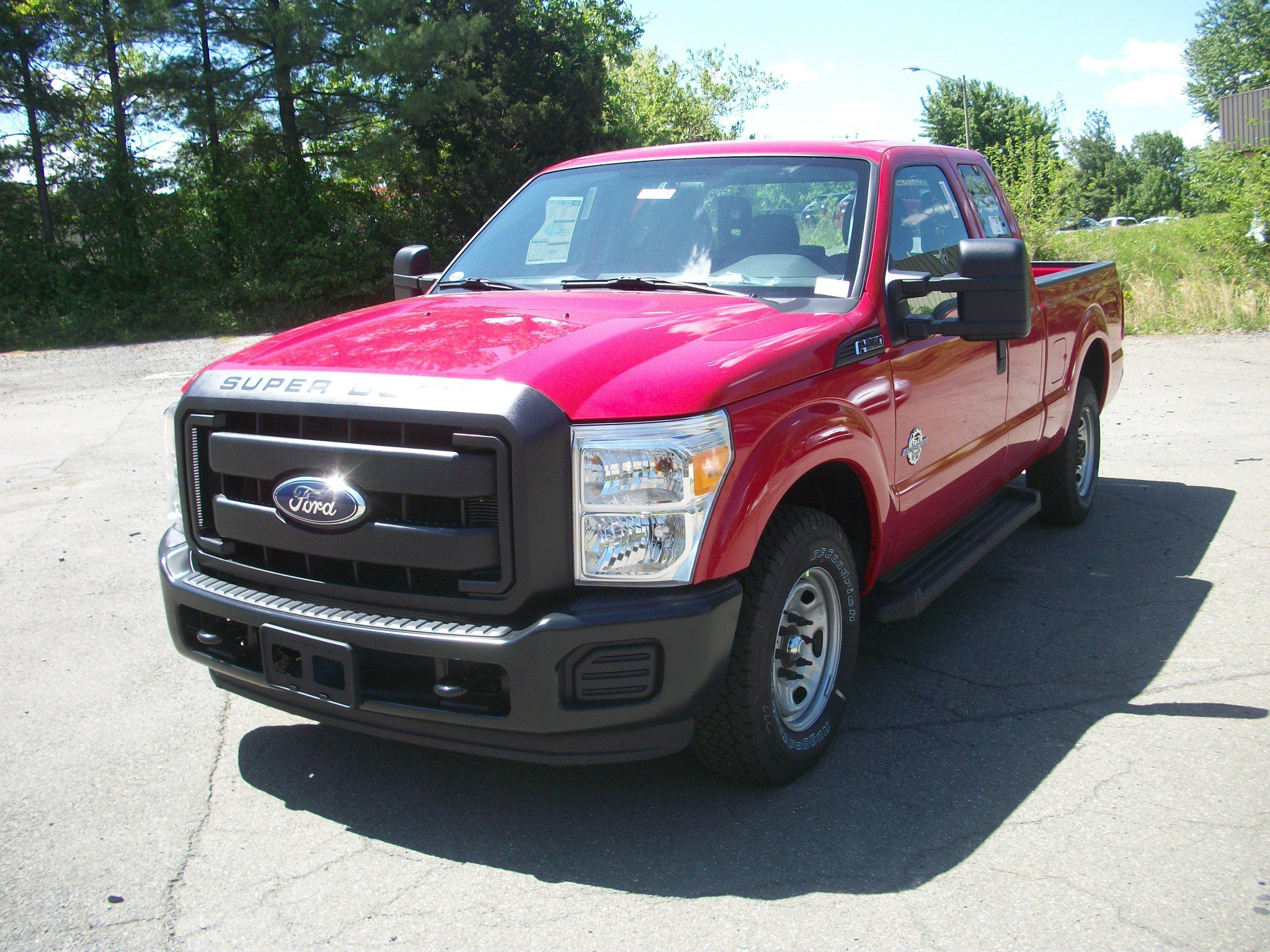 Rather than red colored Ford F 150 a treat of real big Ford F 250