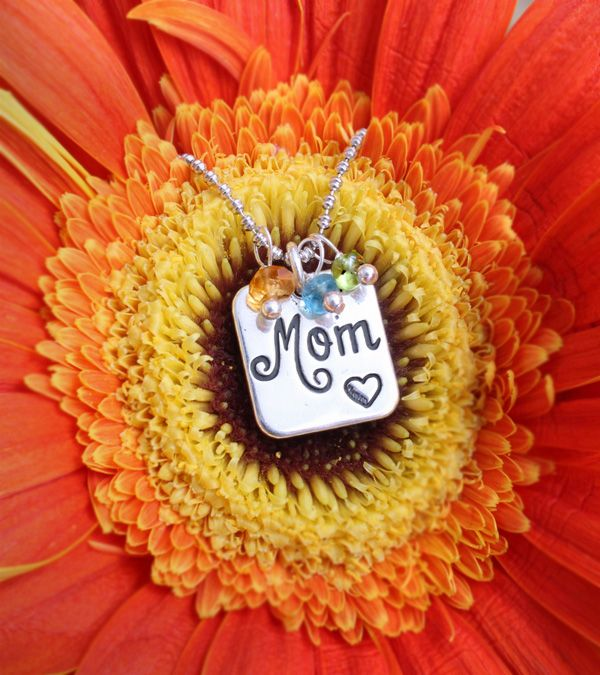 Mom necklace with birthstones by www.nelleandlizzy.com. Now 25% off. Order yours today.